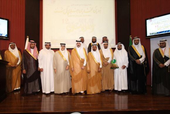 الأمير بدر بن جلوي يكرم الفائزين بوسام بر الأحساء