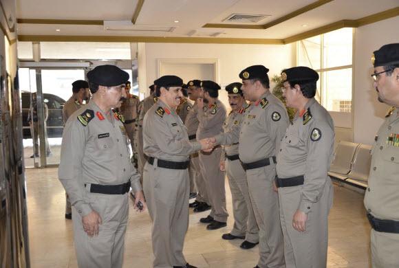 مدير الأمن العام يتفّقد الإدارات الأمنية بالمنطقة الشرقية