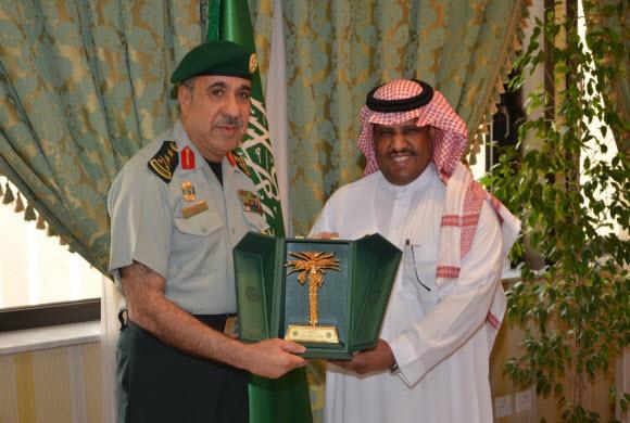 أمير مكة يشكر قائد الحرس الملكي