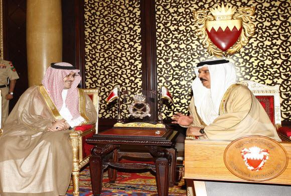 ملك البحرين يستقبل سمو الامير نواف بن فيصل واجتماع روساء الجان الاولمبيه لدول مجلس التعاون