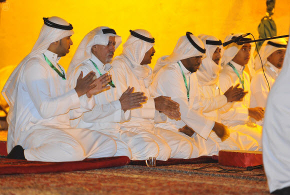 الفنون الشعبية تستعرض موروثها بقرية القصيم بالجنادرية