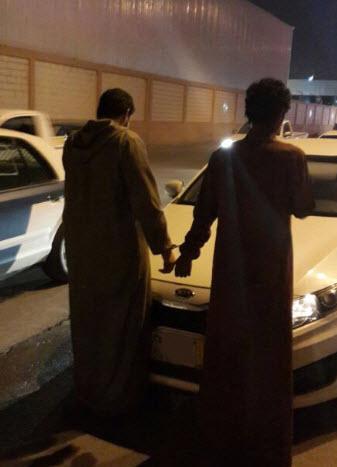 دوريات أمن الرياض تطيح باثنين من الجناة بالجرم المشهود