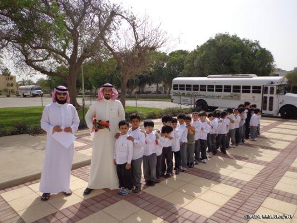 130 طالب من رياض الأطفال يزورون مدرسة الفناتير