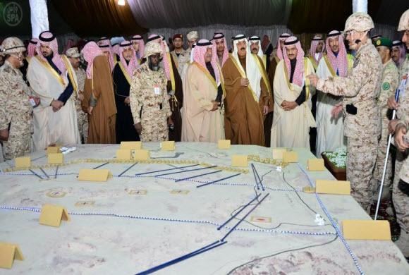 """الأمير مقرن  أطلق إشارة البدء للرماية الحية للتمرين الميداني """" ولاء وفداء 4 """""""