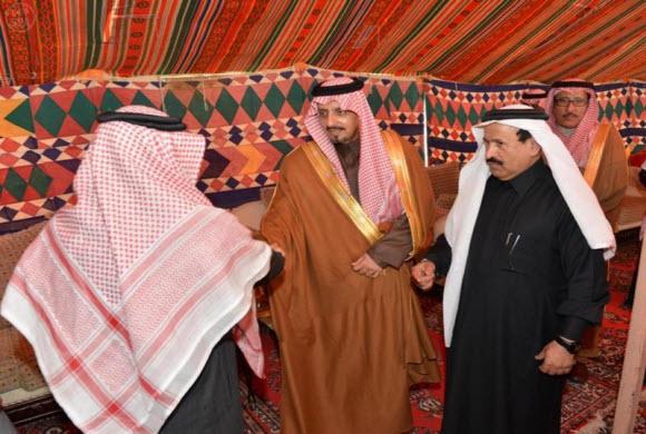 أمير عسير يعزي أسرة آل عواض