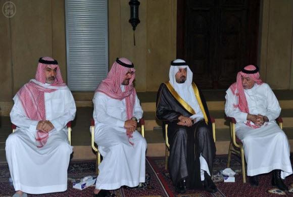 الأميرمشعل بن عبدالله يؤدي واجب العزاء في وفاة والدة الأميرعبدالعزيزبن ثنيان