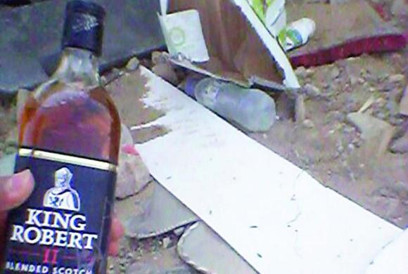 حادث مروري يكشف شاحنة محملة بالخمور في الرياض