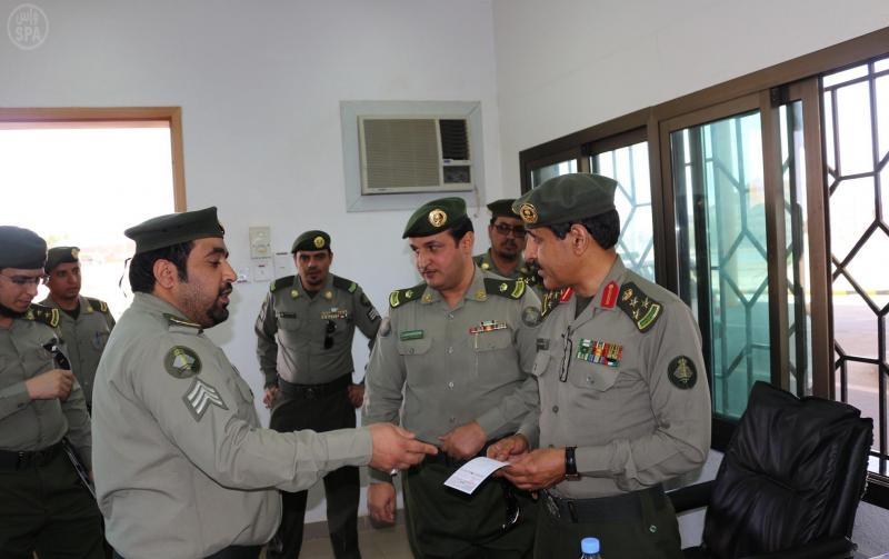 مدير جوازات عسير يتفقد منفذ علب وصالات الحجاج والمعتمرين