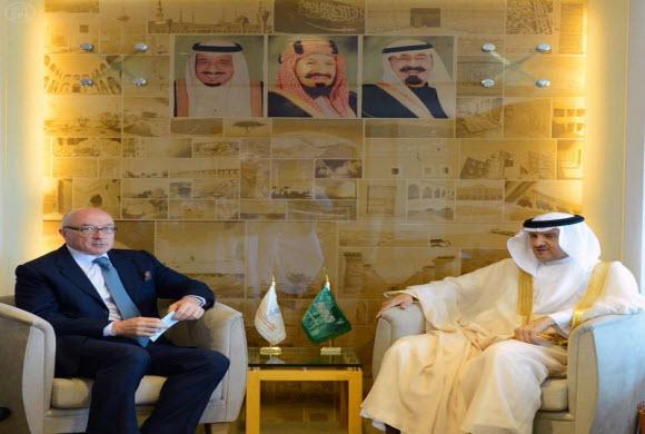 سلطان بن سلمان يستقبل السفير البريطاني لدى المملكة