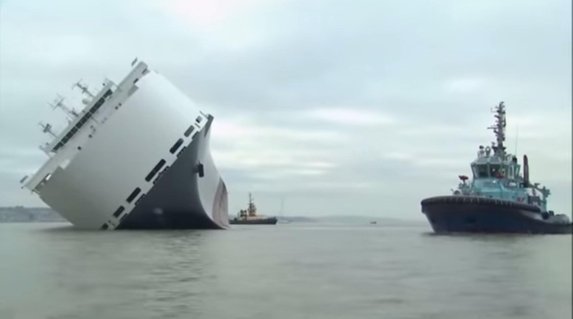 700 مليون ريال خسائر جنوح سفينة شحن سيارات قادمة إلى جدة