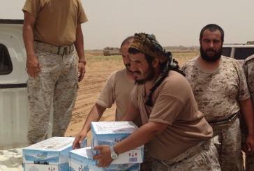 بالصور.. معلمات يقدمن فواكه وعصائر لأفراد القوات العسكرية على الشريط الحدودي