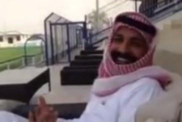 بالفيديو .. مشجِّع نصراوي يقتحم ملعب الهلال ويطالب بتغيير اسمه