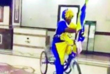 بالصورة .. مشجع يستعرض بدراجته داخل مستشفى حكومي بالدمام