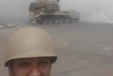 """إعلامي سعودي يصور أول مقطع فيديو """"سيلفي"""" مع قذائف """"عاصفة الحزم"""""""