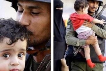 صورة حانية لرجل أمن سعودي مع طفل يمني بمنفذ الطوال الأكثر تداولاً.. وصاحبها يروي قصتها