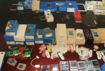 شرطة الرس تضبط وافد آسيوي سرق جوالات من محالٍ تجارية