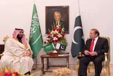 ولي ولي العهد يجتمع مع رئيس الوزراء الباكستاني وقائد الجيش الباكستاني