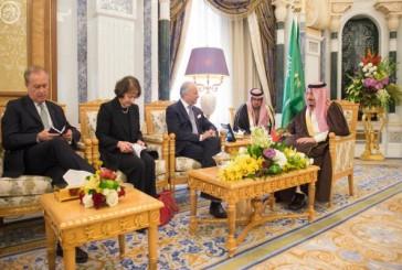 خادم الحرمين يستقبل وزير الخارجية الفرنسي