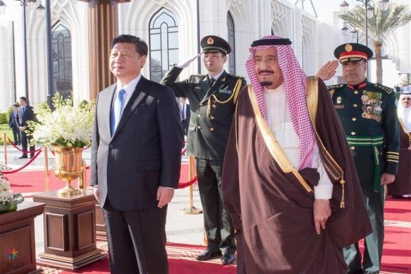 خادم الحرمين يستقبل الرئيس الصيني شي جين بينغ