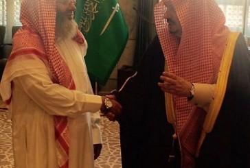 أمير الرياض يستقبل مواطن تنازل عن قاتل ابنه