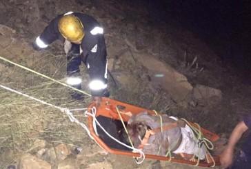 عسير: وفاة شخص وإصابة آخر بعد سقوط سيارتهما في عقبة الجعدة