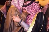ولي العهد يقبل يد أخيه الأكبر الأمير سعود بن نايف