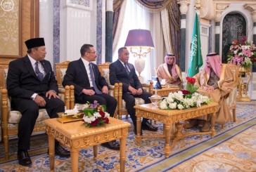 خادم الحرمين الشريفين يستقبل وزيري الدفاع الإندونيسي والماليزي