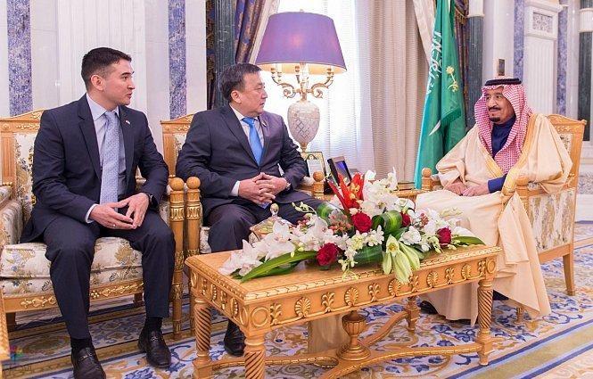 خادم الحرمين يستقبل رئيس البرلمان بجمهورية قرغيزستان