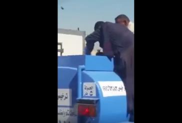 """شرطة الرياض تضبط وافدين قاما بإفراغ علبة « كلوركس» داخل """"وايت مياه"""""""
