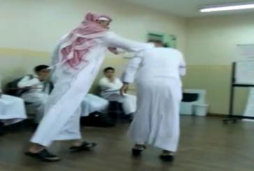 بالفيديو.. المعلم المعتدي على «موهوب جدة» يعتذر للطالب
