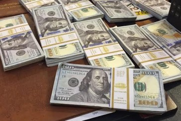 ضبط مقيم أفريقي يرويج دولارات مزيفة بجدة