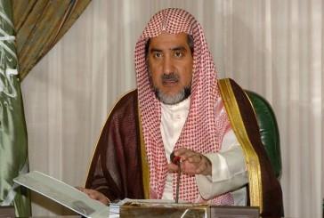 وزير الشؤون الإسلامية يسلم مكافأة الإبلاغ عن وقفين مجهولين