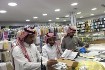 """""""التجارة"""" تكشف محال تجارية تخزن الساعات المقلدة في الأسقف المستعارة"""