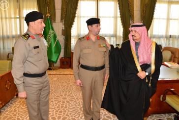 الأمير فيصل بن بندر يقلد مدير مرور الرياض رتبته الجديدة