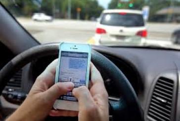 ثلثا السائقين يستخدمون الجوال أثناء القيادة .. وثلثهم لا يهتم بحزام الأمان