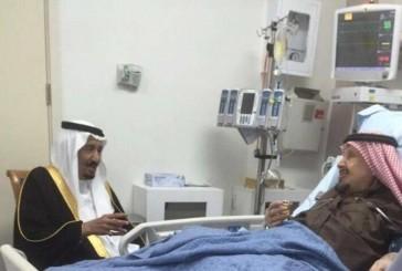 خادم الحرمين يزور شقيقه الأمير عبدالرحمن بالمستشفى