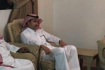الحمدان والجاسر يقدمان واجب العزاء لأسرة الطيار وليد المحمد رحمه الله