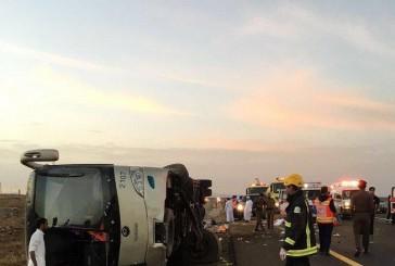 وفاة 19 شخصاً وإصابة 22 في إنقلاب حافلة معتمرين على طريق الهجرة