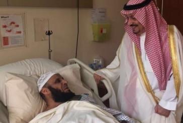 أمير الرياض يزور الشيخ عائض القرني في المستشفى للاطمئنان على صحته