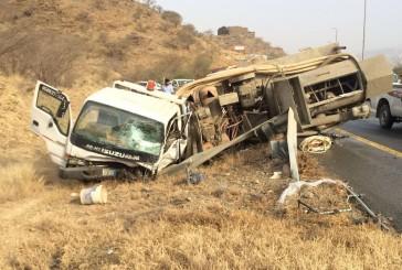 مصرع رجل وزوجته وإصابة آخر في حادث سير بالباحة