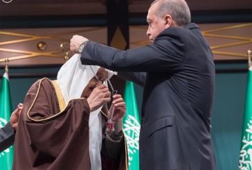 الرئيس التركي يستقبل خادم الحرمين الشريفين ويقلده وسام الجمهورية