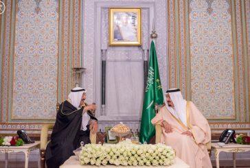خادم الحرمين يستقبل بمقر إقامته في اسطنبول أمير دولة الكويت