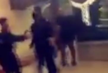 لاعب الأهلي عمر السومة يشتبك مع أحد رجال الأمن بمطار جدة