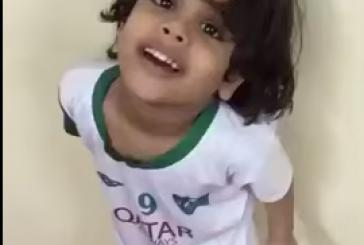 """مواطن يضرب طفلاً بسبب ميوله الرياضي""""الشؤون الاجتماعية"""" تبحث عن المعتدي(فيديو)"""