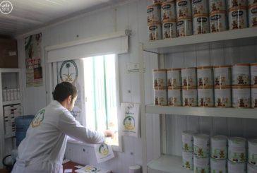العيادات السعودية تواصل تقديم الحليب للأطفال السوريين في مخيم الزعتري