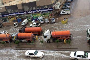 أمانة الرياض تجند 250 فرقة و 800 آلية لمواجهة تجمعات الأمطار