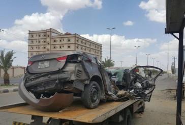 وفاة شخص في اصطدام مركبة بعمود إنارة