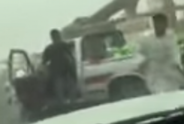 أمانة الرياض: سيتم محاسبة مراقب الأمانة الذي صعق البائع (فيديو )