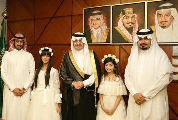 أمير المنطقة الشرقية يستقبل طفلتين متميزتين