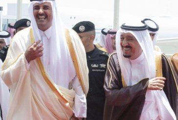 صورة لخادم الحرمين خلال استقباله أمير قطر تحظى بإعجاب المغردين
